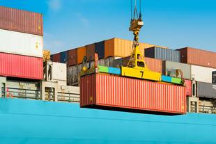 Unloading containers from ship